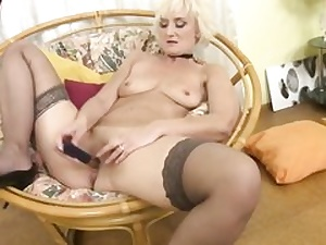 Mature mommy is feeding her senior coochie fuck hole with a small kinky fake penis